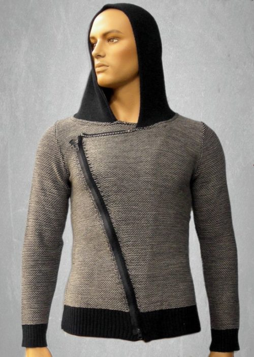 Man's knitted long sleeves with zipper and hood